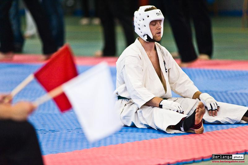 karateka descansa concentrado