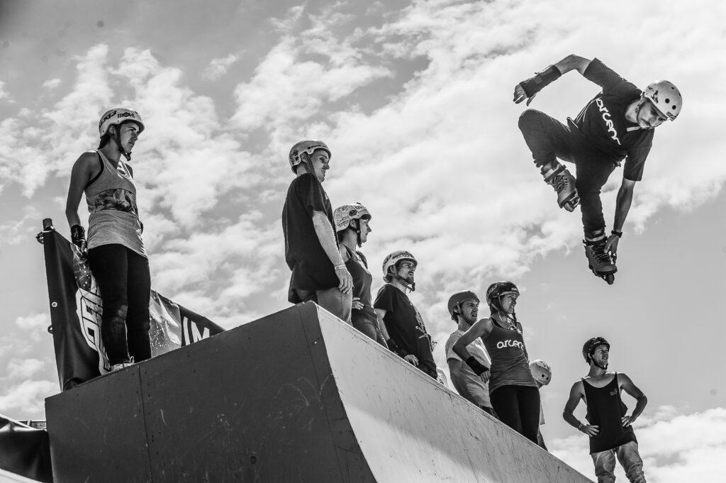 skaters saltando por el aire