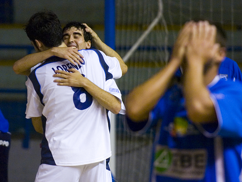 lorenzo y segura celebran un gol en la LNFS