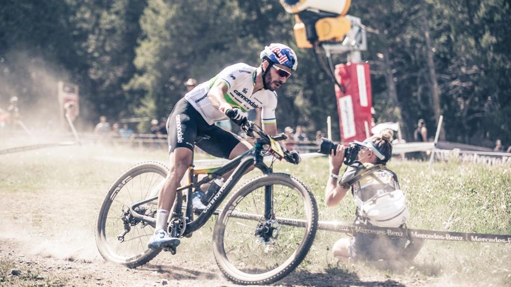 Enrique Avanccini campeon de brasil mtb fotografiado en pleno descenso